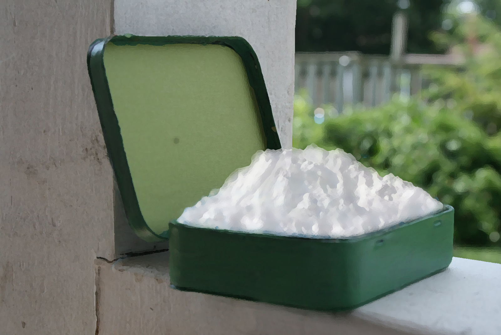 Tin of snow